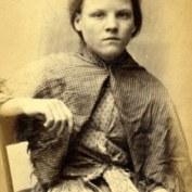 Rosanne Watson, 13 ans. « Complice » d'Ellen Woodman, elle fut condamnée à la même peine que son amie. Un article de l'époque suggère toutefois que les deux gamines, loin d'être des voleuses, ne faisaient que jouer sur le chantier naval où elles furent arrêtées.