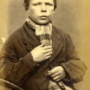 Henry Miller, 14 ans. Condamné à deux semaines de travaux forcés pour vol de vêtements.