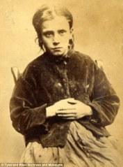 Jane Farrell, 12 ans. Condamnée à 10 jours de travaux forcés pour le vol de deux bottes.
